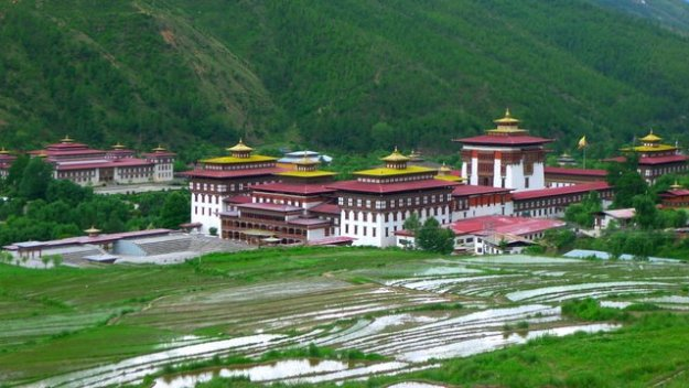 The main dzong in Thimphu. A friendly local told me that the King lives in an unassuming house close by. :)