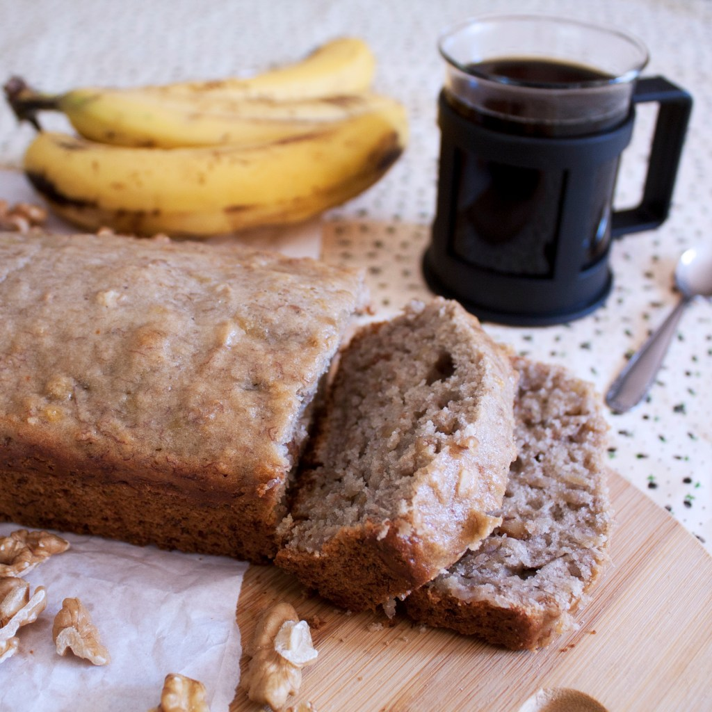 Spectacular banana bread with walnuts