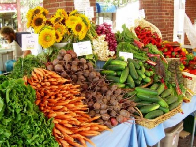 5 Reasons to Shop at a Farmers Market|Craving Something Healthy