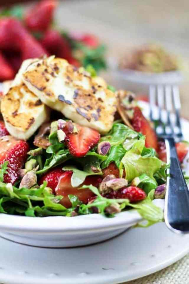 Strawberry Arugula Salad with Grilled Halloumi|The Healthy Foodie