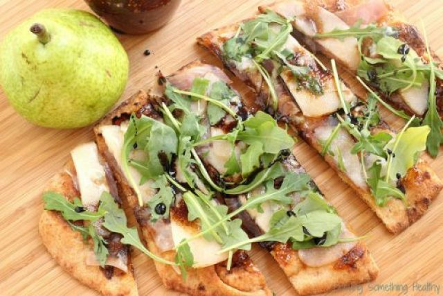 Pear Prosciutto and Arugula Pizza|Craving Something Healthy