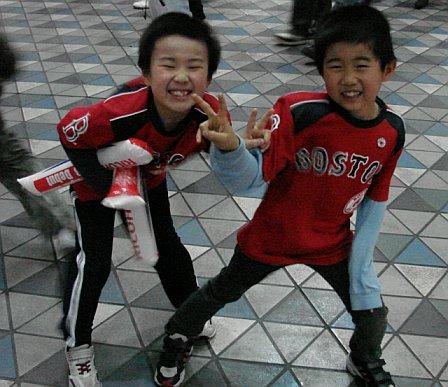 japan-trip-kid-fans-4.jpg