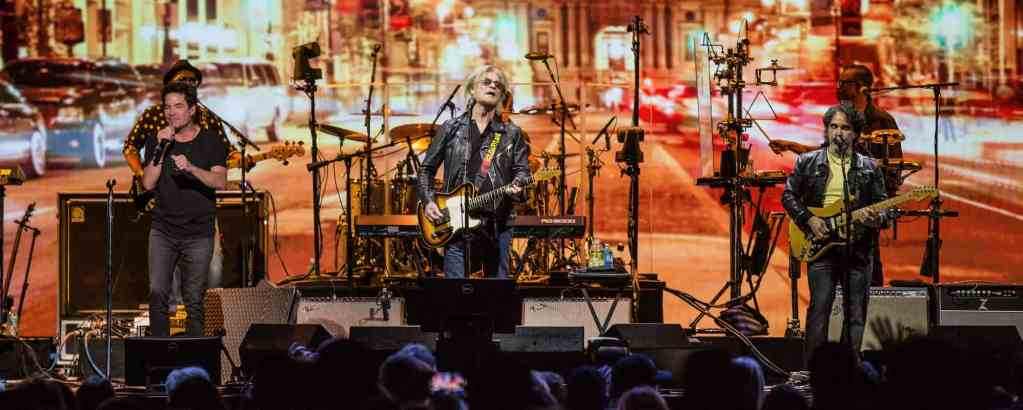 Daryl Hall & John Oates at Shoreline Amphitheater