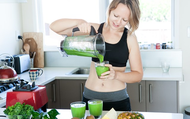 The best way to kick-start the morning. Fejoa green smoothie. Recipe and Video.