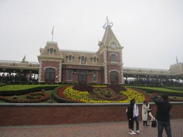 Hong-Kong-Disneyland-entrance
