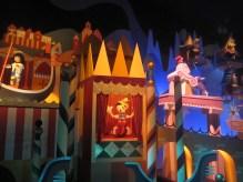 Hong-Kong-Disneyland-Its-A-Small-World-3