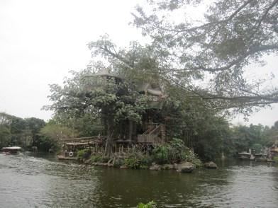 Hong-Kong-Disneyland-Tarzans-treehouse