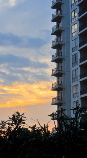 That's my apartment block - angling into the Sunset :)