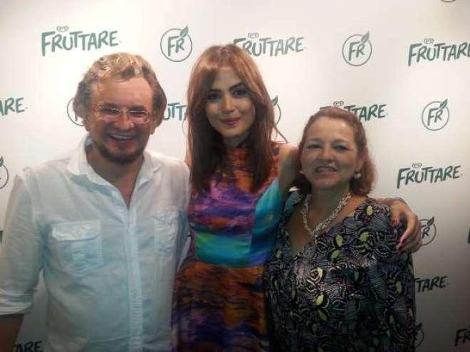 Além de linda, uma simpatia: Marta e Marcus Frediani com Maria Casadevall na inauguração da nova pop up store da Fruttare na Vila Madalena.