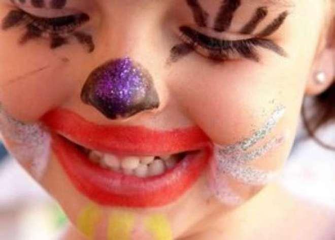 Descubra se criança pode ou não pode usar maquiagem e como deve ser feita.
