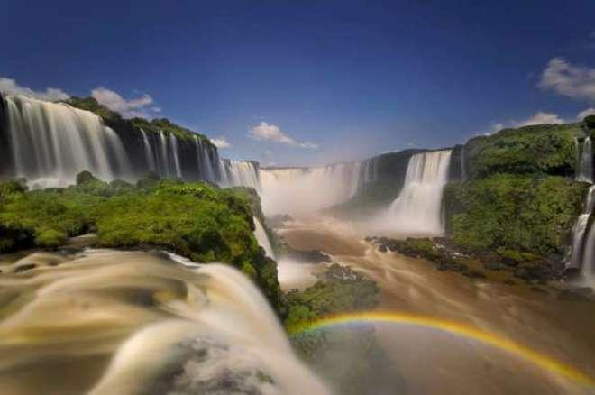 O ecoturismo deve sempre ter como premissa a valorização ambiental e cultural. Do ponto de vista social, o ecoturismo proporciona diversas melhorias também.