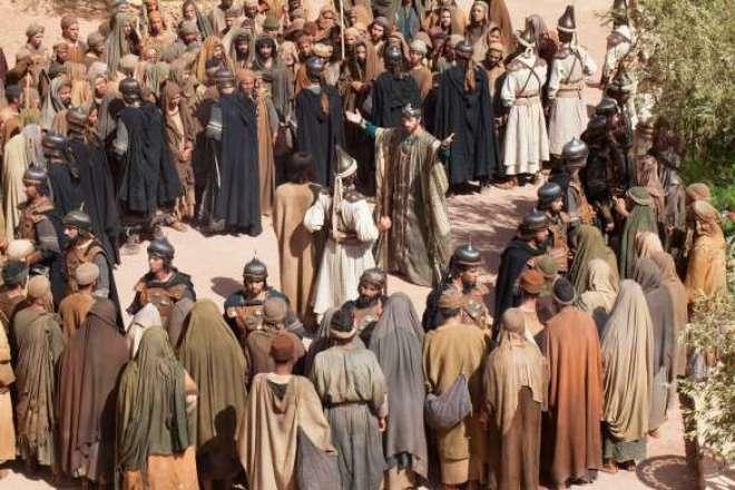"""Combinação de filmes épicos e narrativa intimista, """"Quem matou Jesus?"""" foi totalmente filmado no deserto marroquino com uma equipe de 250 pessoas e mais de 4.500 figurantes."""