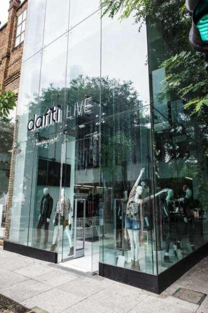 E-commerce de moda chega ao principal destino de moda de São Paulo com abertura de loja física conceito, instalação de parklets com wifi e sensores de geolocalização.