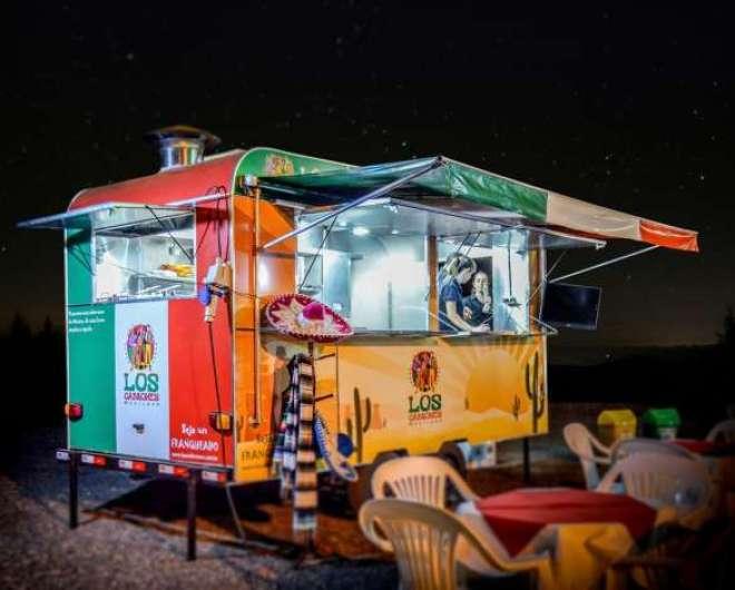 O investimento inicial dos food trucks do Los Cabrones e da Franquia da Pizza é de aproximadamente R$ 67 mil.