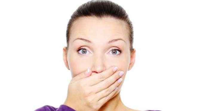 A halitose, em grande parte dos casos, tem origem na língua.