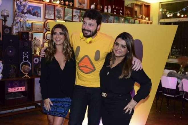 As três celebridades aproveitaram a festa para provar as Chicken Fries e posaram para fotos descontraídas.