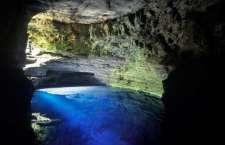 Rios verde esmeralda, cachoeiras douradas, mares e poços de água prateada. Saiba o que define a cor da água e onde encontrá-la em suas diferentes tonalidades.