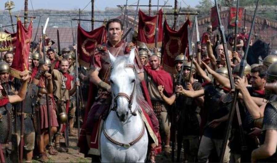 Roma é uma coprodução da HBO com a britânica BBC e a italiana RAI, rodada em estúdios e nas proximidades da atual capital da Itália.
