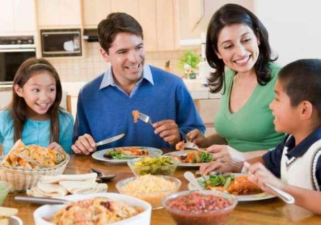 O almoço farto, a conversa e o clima de amizade não podem faltar na data.
