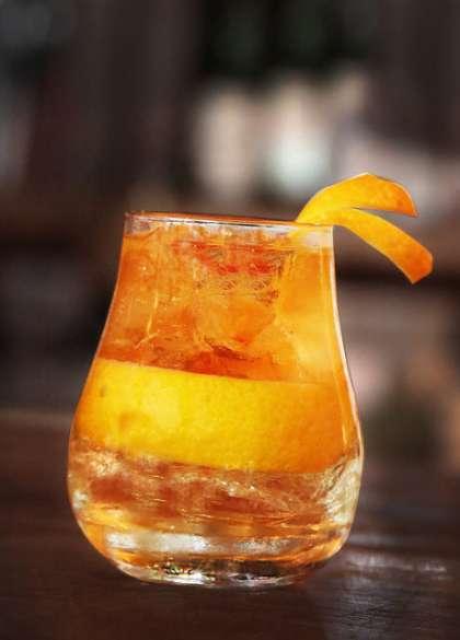Zacapa Old Fashioned: uma mistura de rum Zacapa, raspas de laranja e Angostura (R$ 25).