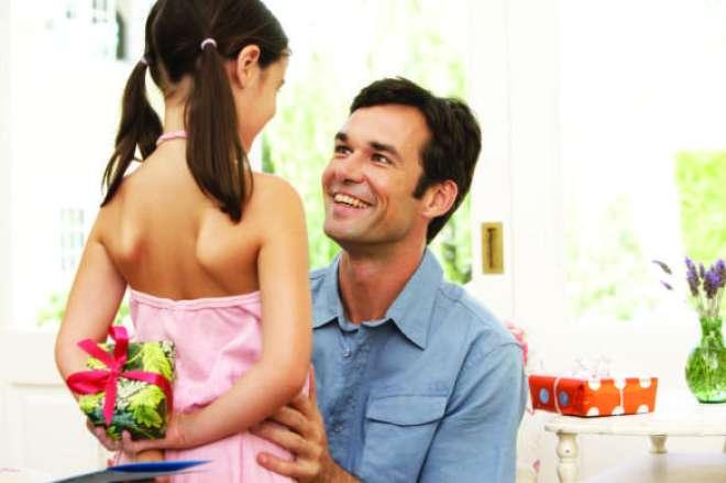 Com o Dia dos Pais se aproximando, mesmo quem está com as finanças apertadas pode festejar a data.