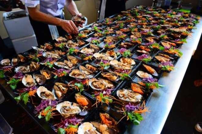 Além das comidinhas, evento traz food market para a edição.