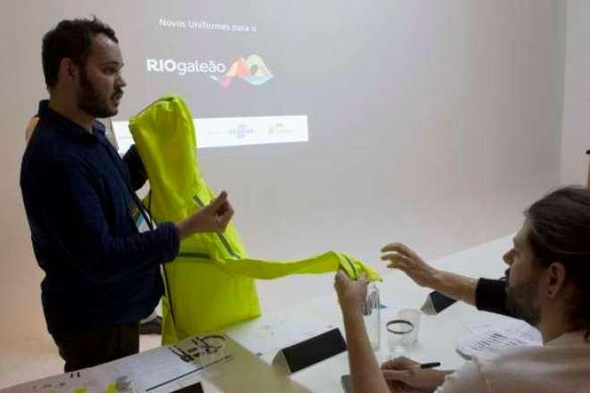 O vencedor do projeto, Ezio Evy Santos, que atua há 10 anos no ramo de design e moda.