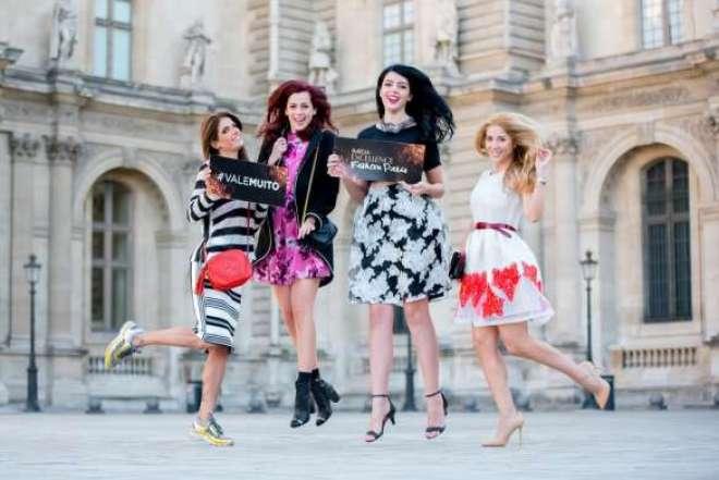 Na capital francesa para mudar o visual e acompanhar a Semana de Moda, Sophia Abrahão, Mica, Lia e Carol se divertem na pela cidade-luz.