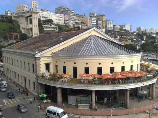 O Mercado Modelo está localizado na cidade baixa de Salvador, próximo ao Elevador Lacerda.