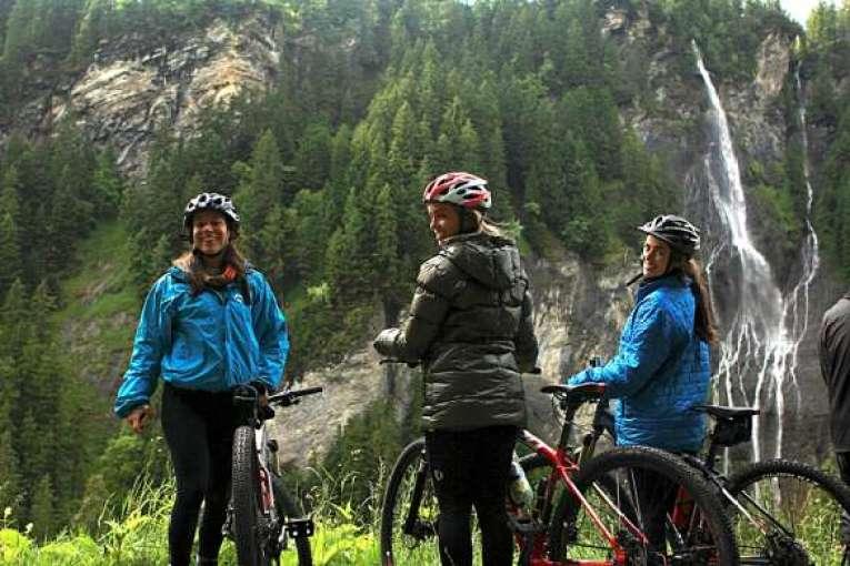 Série traz lugares exóticos para se pedalar na Áustria, Itália e Suíça.