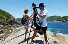 Jornalista e cinegrafista argentinos em Búzios (RJ).