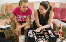 Consumidoras agendaram manicuração via APP e receberam a visita inesperada de Giovanna Antonelli.