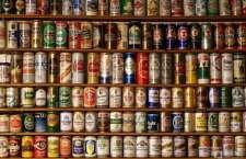 além de ser mais prática do que as garrafas de vidro, as latas também são facilmente recicladas