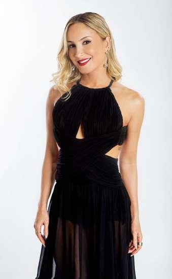 A cantora, fã e parceira da marca, usou o batom Vermelho Diva, parte da coleção que será lançada na segunda quinzena de outubro.