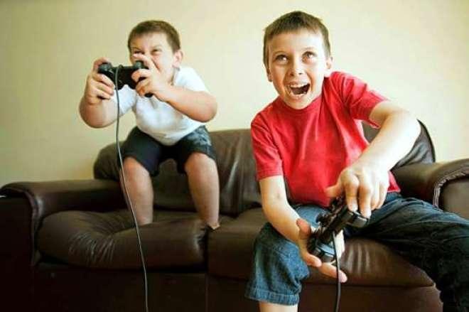 Muitos pais presentearam os filhos com fones de ouvido, jogos e consoles de videogames.