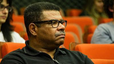 O professor Edson Moreira durante o workshop de lançamento do concurso Be an Icon/Crédito: assessoria de comunicação do CeMEAI