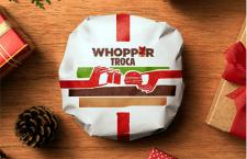 Ganhou um presente meio tosco de alguém neste Natal? O Burger King aceita trocá-lo por um Whopper!