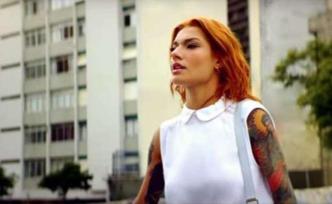 Criada pela Grey, a campanha traz Sabrina Sato, CarolConkae Marina Werneck vivenciando um mundopensadopara asmulheres,assim como Gillette Venus que é desenhado para o corpo feminino.
