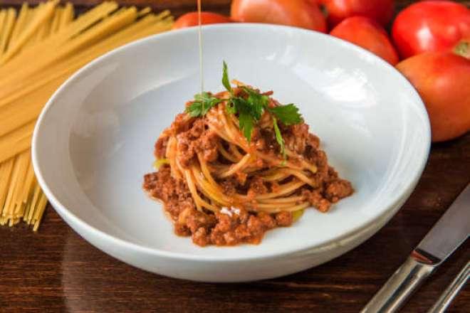 Spaghetti Alla Bolognese : Massa clássica terá preço promocional no dia 25/01, no almoço e no jantar.