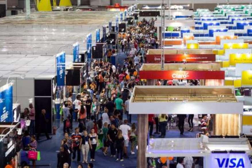 Cenas da Feira do Empreendedor e os expositores durante a apresentaçâo dos seus produtos. Data: 08/02/2015. Local: São Paulo/SP.  Foto: Patrícia Santos/A2img