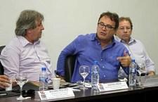 Leonel Pavan, secretário de Turismo de SC; Vinicius Lummertz, presidente da Embratur; e Valdir Walendowski, presidente da Santur (Foto: Luiz Francisconi/Ascom SOL)
