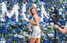 Swarovski apresenta making off da campanha de Dia das Mães com Karlie Kloss