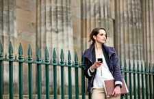 Cama, café da manhã e novas culturas são os itens mais importantes para o brasileiro em viagem a trabalho, aponta pesquisa mundial da Booking.com.