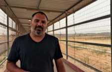 O repórter Yan Boechat grava reportagem em Gaza.
