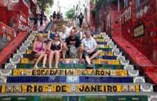 Operadores na Escadaria do Selarón no Rio de Janeiro.