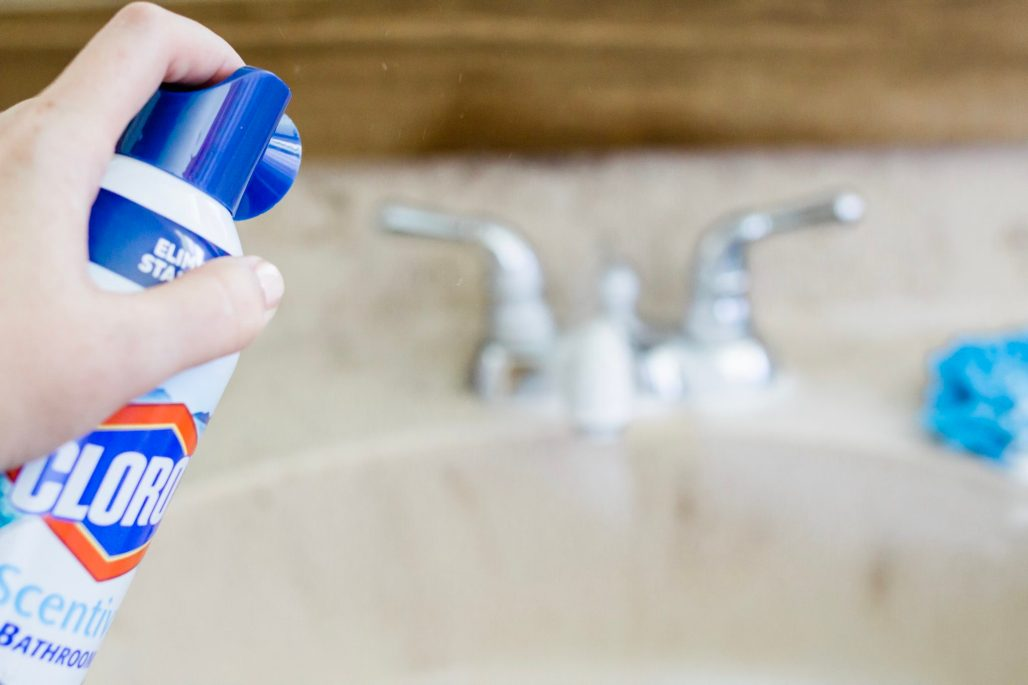 Clorox Scentiva Pacific Breeze and Coconut, powerful bathroom cleaners without the harsh chemicals, spring cleaning tips, how to clean faster and more efficiently