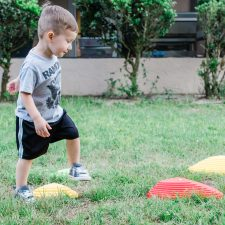ENCOURAGING THE ACT OF BALANCE IN TODDLERS