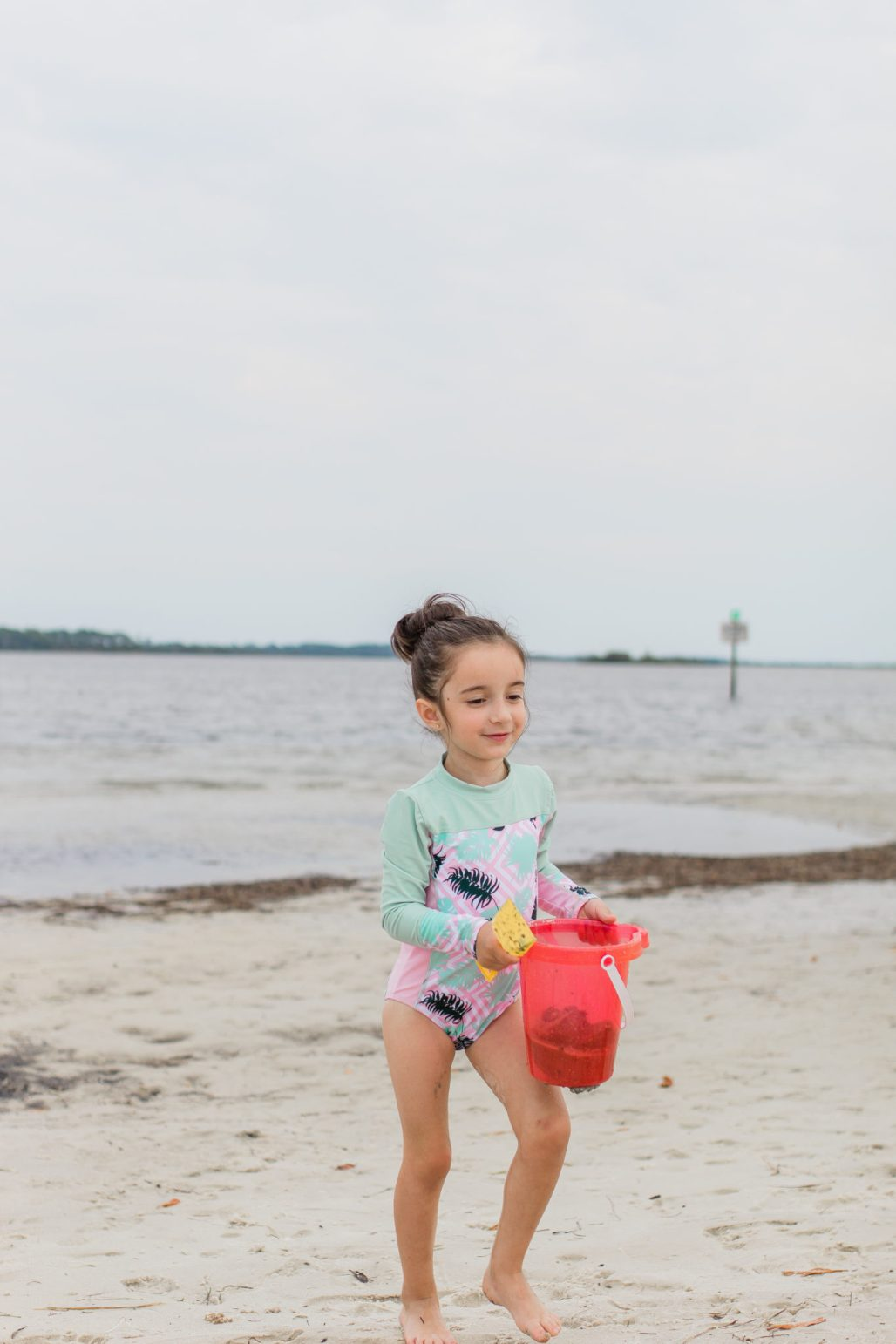simple beach packing list for toddlers, surviving a day at the beach with kids, beach hacks for kids, beach tips for families, spending a day at the beach with babies and kids