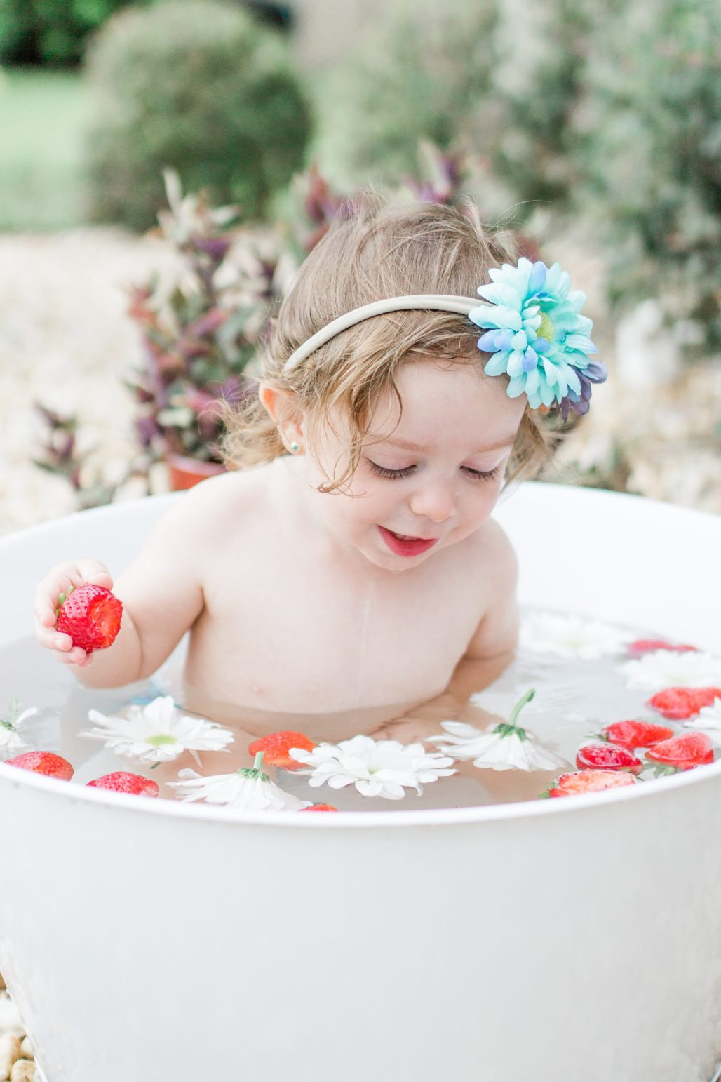 Outdoor citrus session, outdoor fruit bath, outdoor photoshoot, kids bath session photography, Tampa photographer, fresh berry photoshoot