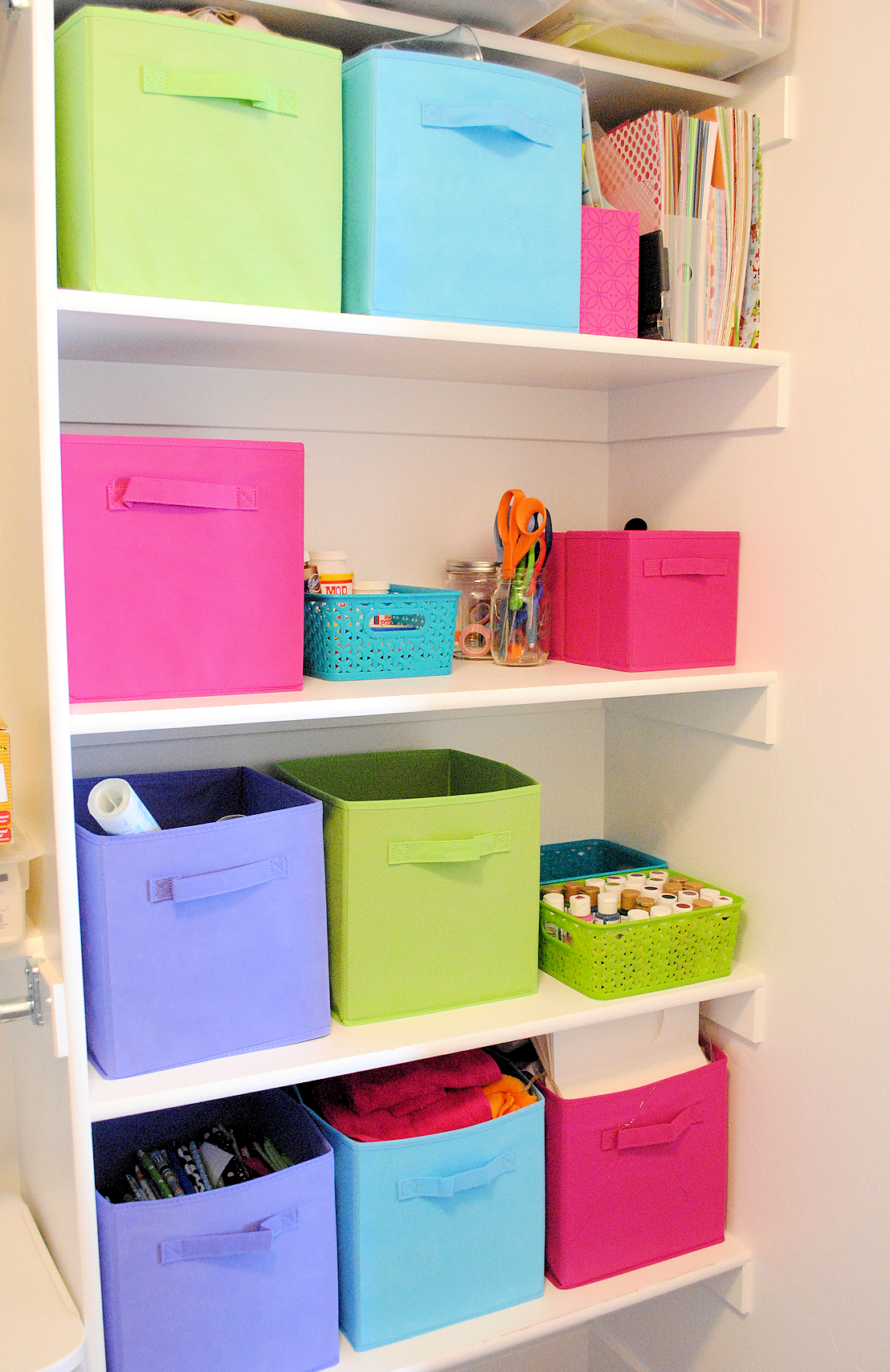Organizing Craft Supplies {in small spaces} on Small Apartment Organization  id=88427
